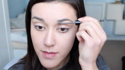 How to create a natural eye makeup. No Makeup Makeup | Brighter Eyes - Step 4
