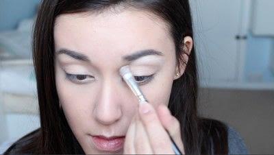 How to create a natural eye makeup. No Makeup Makeup | Brighter Eyes - Step 7