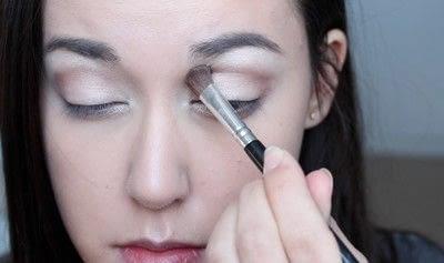 How to create a natural eye makeup. No Makeup Makeup | Brighter Eyes - Step 13