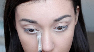 How to creat an Arabic eye makeup look. Arabian Smokey Blue Eye Makeup  - Step 6
