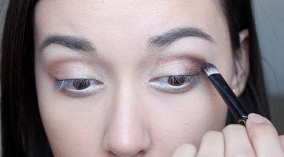 How to creat an Arabic eye makeup look. Arabian Smokey Blue Eye Makeup  - Step 12