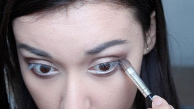 How to creat an Arabic eye makeup look. Arabian Smokey Blue Eye Makeup  - Step 15