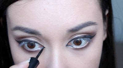 How to creat an Arabic eye makeup look. Arabian Smokey Blue Eye Makeup  - Step 19