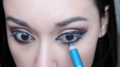 How to creat an Arabic eye makeup look. Arabian Smokey Blue Eye Makeup  - Step 22