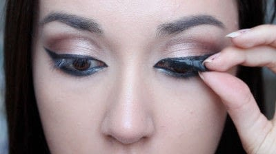 How to creat an Arabic eye makeup look. Arabian Smokey Blue Eye Makeup  - Step 26