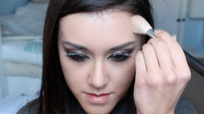 How to creat an Arabic eye makeup look. Arabian Smokey Blue Eye Makeup  - Step 31