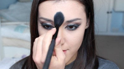 How to creat an Arabic eye makeup look. Arabian Smokey Blue Eye Makeup  - Step 32