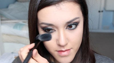 How to creat an Arabic eye makeup look. Arabian Smokey Blue Eye Makeup  - Step 34
