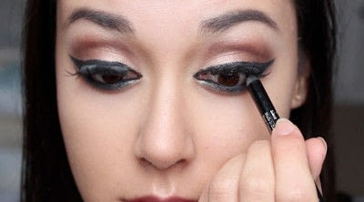 How to creat an Arabic eye makeup look. Arabian Smokey Blue Eye Makeup  - Step 36