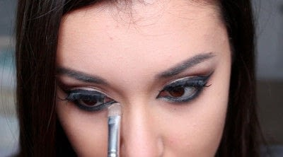 How to creat an Arabic eye makeup look. Arabian Smokey Blue Eye Makeup  - Step 37