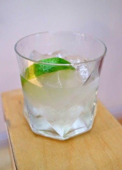 How to mix a gin cocktail. Elderflower Cobbler - Step 4