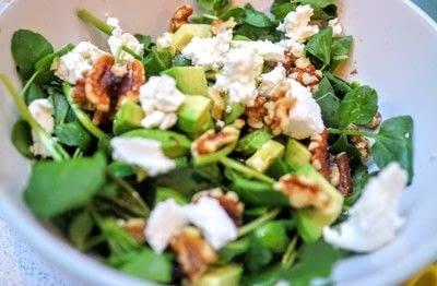 How to cook an avocado salad. Salmon & Avocado Bitter Salad - Step 4