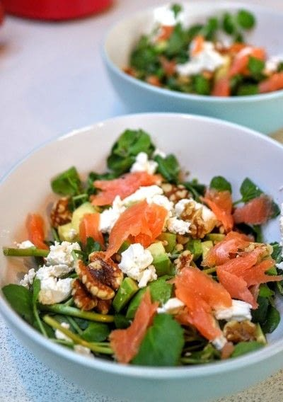 How to cook an avocado salad. Salmon & Avocado Bitter Salad - Step 5