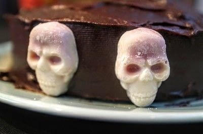 How to bake a cake. Day Of The Dead Cake - Step 7