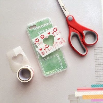 How to make a glitter case. Sparkle Up Your Phone Case With A Little Glitter - Step 3