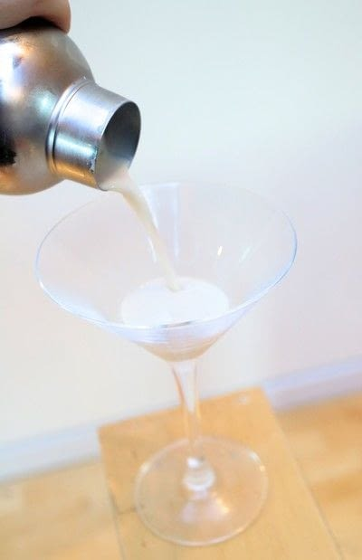 How to mix a martini. Toblerone Martini - Step 4