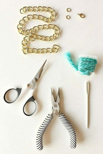 How to make a braided yarn bracelet. Yarn Wrapped Bracelet - Step 1
