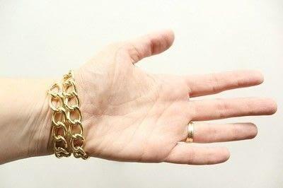 How to make a braided yarn bracelet. Yarn Wrapped Bracelet - Step 2