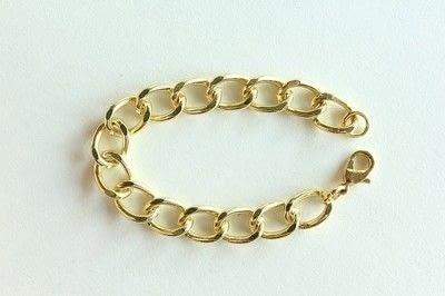 How to make a braided yarn bracelet. Yarn Wrapped Bracelet - Step 7