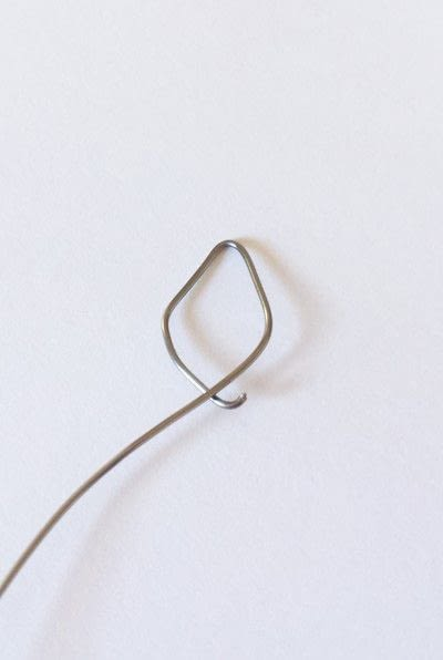 How to make a wire pendant. Wire Flower Necklace  - Step 2