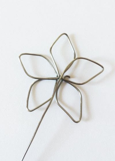 How to make a wire pendant. Wire Flower Necklace  - Step 4