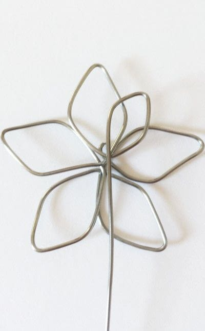 How to make a wire pendant. Wire Flower Necklace  - Step 5