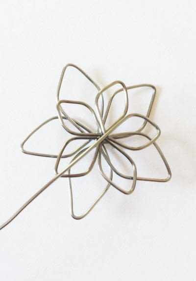 How to make a wire pendant. Wire Flower Necklace  - Step 6
