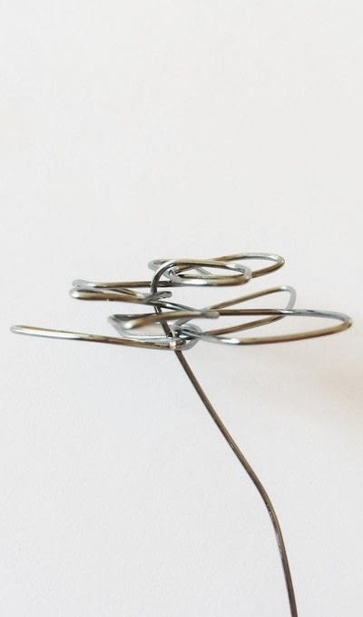 How to make a wire pendant. Wire Flower Necklace  - Step 8
