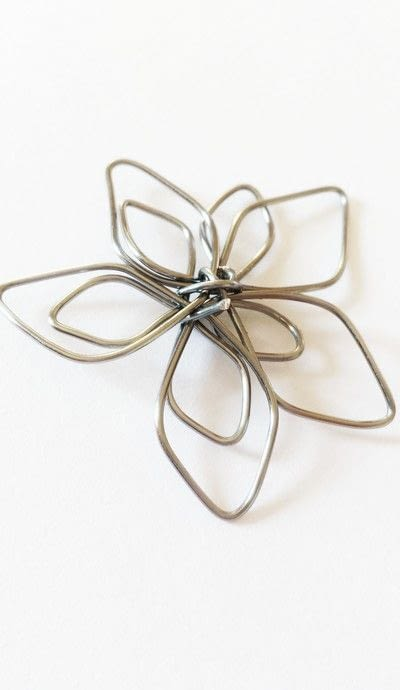 How to make a wire pendant. Wire Flower Necklace  - Step 10