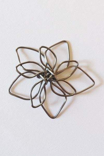 How to make a wire pendant. Wire Flower Necklace  - Step 11