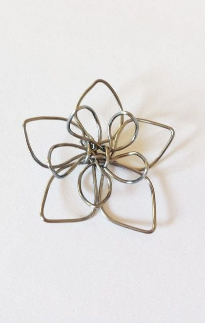 How to make a wire pendant. Wire Flower Necklace  - Step 12