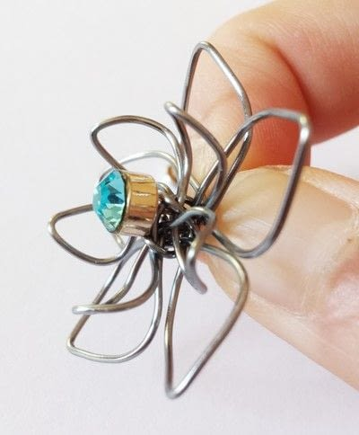 How to make a wire pendant. Wire Flower Necklace  - Step 14