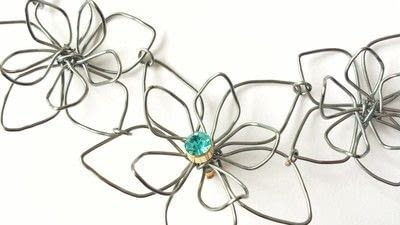 How to make a wire pendant. Wire Flower Necklace  - Step 16