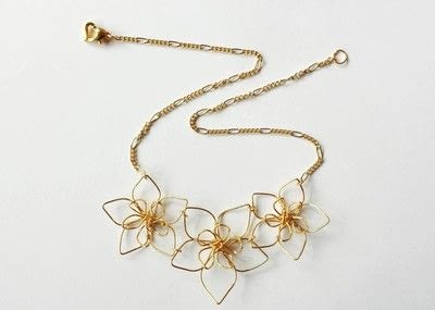 How to make a wire pendant. Wire Flower Necklace  - Step 17
