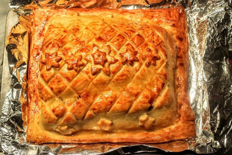 Salmon en croute how to bake a fish pie recipes on cut for Temperature to bake fish