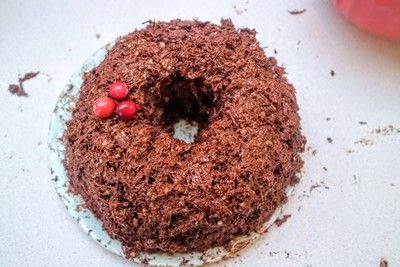 How to bake a chocolate cake. Christmas Wreath Cake - Step 18