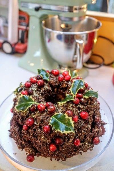 How to bake a chocolate cake. Christmas Wreath Cake - Step 20