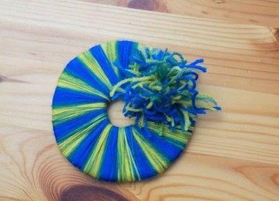 How to make a yarn wrapped wreath. Yarn Wreath  - Step 1