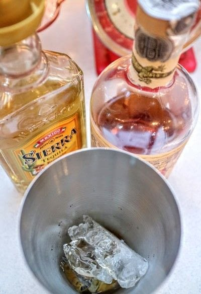 How to mix an iced tea cocktail. Percy's Ice Tea - Step 1