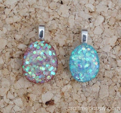 How to make a resin pendant. Freeform Resin Jewellery - Step 9