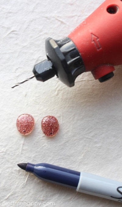 How to make a resin pendant. Freeform Resin Jewellery - Step 10