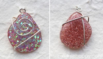 How to make a resin pendant. Freeform Resin Jewellery - Step 15