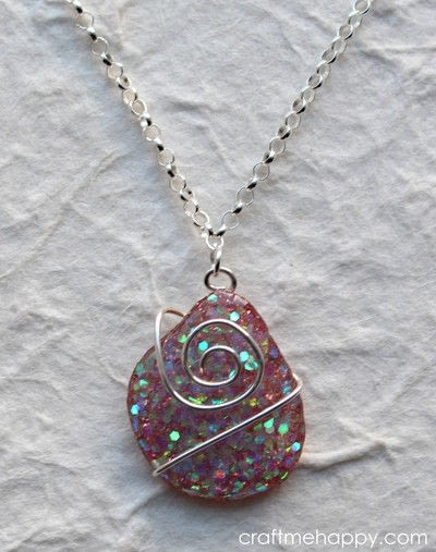 How to make a resin pendant. Freeform Resin Jewellery - Step 16