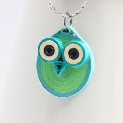How to make a paper bead necklace. Paper Quilled Owl Pendants - Step 5