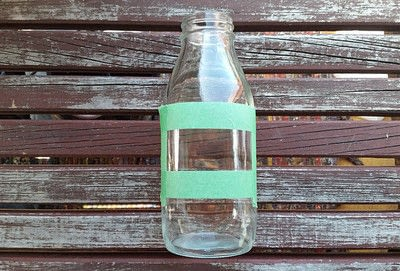 How to decorate a bottle / jar. Painted Chalk Labels For Your Glass Jars - Step 2