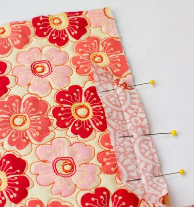 How to sew a binding. Quilt Binding Tutorial : : Turning A Corner And Making A Point!  - Step 3