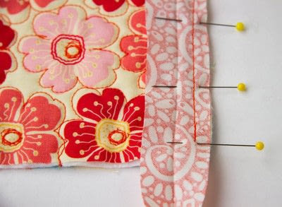 How to sew a binding. Quilt Binding Tutorial : : Turning A Corner And Making A Point!  - Step 4