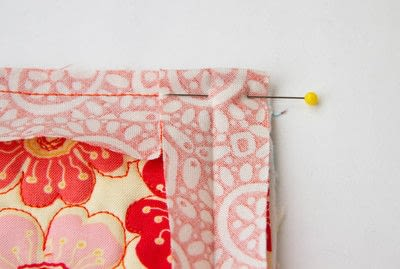 How to sew a binding. Quilt Binding Tutorial : : Turning A Corner And Making A Point!  - Step 6