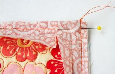 How to sew a binding. Quilt Binding Tutorial : : Turning A Corner And Making A Point!  - Step 7