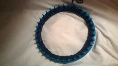 How to make a hat. Loom Knitting Bauble Hat - Step 1